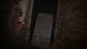 Ένας πυροβολισμός μιας σκοτεινής πόρτας φιλμ μικρού μήκους