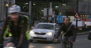 Ένας πυροβολισμός της κυκλοφορίας ώρας κυκλοφοριακής αιχμής βραδιού στο Λονδίνο απόθεμα βίντεο