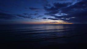Ένας πυροβολισμός του ωκεανού στην αυγή απόθεμα βίντεο