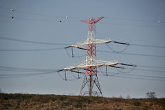 Ένας πόλος κεντρικών αγωγών μιας των ηλεκτρικών διανομής Στοκ εικόνες με δικαίωμα ελεύθερης χρήσης