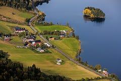 Ένας δρόμος τρέχει μέσω του Στοκ Εικόνα