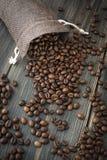 Ένας σάκος των ψημένων arabica φασολιών καφέ Στοκ Φωτογραφίες