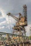 Ένας σκουριασμένος, εγκαταλελειμμένος γερανός στοκ εικόνες με δικαίωμα ελεύθερης χρήσης
