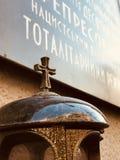 Ένας σταυρός θυμάται τα θύματα των ολοκληρωτικών καθεστώτων στην Ουκρανία - KYIV ή ΚΊΕΒΟ στοκ φωτογραφίες
