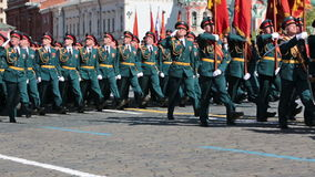 Ένας σχηματισμός των στρατιωτών στην κόκκινη πλατεία