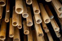 Ένας σωρός του κομμένου ξύλου για την κατασκευή, μίσχος μπαμπού για το ικρίωμα Στοκ Εικόνες