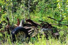 Ένας σωρός του ξύλου και των απορριμάτων που βάζουν σε έναν σωρό Στοκ Εικόνα