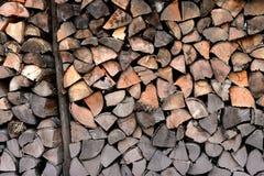 Ένας σωρός του ξύλου στην αποθήκευση καμπινών Στοκ εικόνα με δικαίωμα ελεύθερης χρήσης