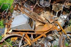 Ένας σωρός των αποβλήτων σίδηρος-και-χάλυβα στοκ εικόνες