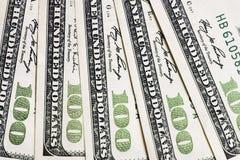 Ένας σωρός των λογαριασμών εκατό αμερικανικών δολαρίων Υπόβαθρο δολαρίων εκατοντάδων στοκ φωτογραφία
