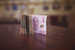 Ένας σωρός των τραπεζογραμματίων Βιετνάμ, ήχος καμπάνας Στοκ Εικόνες