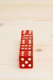Ένας σωρός φιαγμένος από κόκκινο πέντε χωρίζει σε τετράγωνα Στοκ εικόνες με δικαίωμα ελεύθερης χρήσης