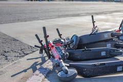 Ένας σωρός χτυπημένος πέρα από τα ε-μηχανικά δίκυκλα ΑΛΜΑΤΟΣ στοκ εικόνα με δικαίωμα ελεύθερης χρήσης