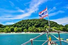 Ένας τίτλος κρουαζιερόπλοιων στο θαλάσσιο πάρκο νησιών Angthong, Ταϊλάνδη Στοκ Εικόνα