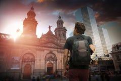 Ένας ταξιδιώτης με ένα σακίδιο πλάτης Χιλή Σαντιάγο Στοκ Φωτογραφία