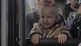Ένας ταξιδιώτης μωρών απόθεμα βίντεο