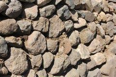 Ένας τοίχος πετρών διαμορφώνει ένα υπόβαθρο στοκ φωτογραφίες με δικαίωμα ελεύθερης χρήσης