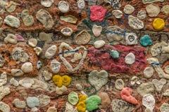 Ένας τοίχος στη Βερόνα που καλύπτεται με τη γόμμα Στοκ φωτογραφία με δικαίωμα ελεύθερης χρήσης