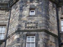 Ένας τοίχος στο κάστρο του Εδιμβούργου με το έτος στοκ φωτογραφίες