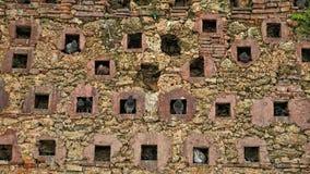 Ένας τοίχος, το σπίτι των περιστεριών στοκ φωτογραφία με δικαίωμα ελεύθερης χρήσης