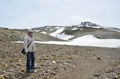 Οδοιπόρος στον τρόπο στο μέγιστο Veleta στην οροσειρά Νεβάδα Στοκ Φωτογραφία