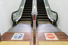Ένας τρόπος κυλιόμενων σκαλών upstair και downstair τρόπος Στοκ φωτογραφίες με δικαίωμα ελεύθερης χρήσης
