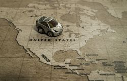 Ένας υπαίθριος σταθμός αυτοκινήτων παιχνιδιών Ηνωμένη χώρα στον παγκόσμιο χάρτη Στοκ εικόνες με δικαίωμα ελεύθερης χρήσης