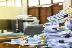 Ένας φάκελλος αρχείων με τα έγγραφα και σημαντικός Στοκ Φωτογραφία