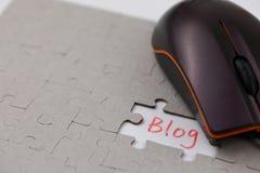 Ένας χαρακτηριστικός γρίφος τορνευτικών πριονιών με το blog και το ποντίκι στοκ φωτογραφία με δικαίωμα ελεύθερης χρήσης