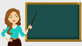 Ένας χαριτωμένος δάσκαλος που μιλά μπροστά από έναν πίνακα φιλμ μικρού μήκους