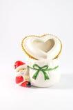 Ένας χαριτωμένος μικρός ζωηρόχρωμος Άγιος Βασίλης απομόνωσε στο άσπρο υπόβαθρο Στοκ Φωτογραφία