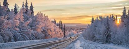 Ένας χειμερινός δρόμος στη βόρεια Σουηδία στοκ φωτογραφίες με δικαίωμα ελεύθερης χρήσης