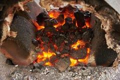Ένας χειροποίητος φούρνος για τη θέρμανση των κενών μετάλλων Στοκ Φωτογραφίες