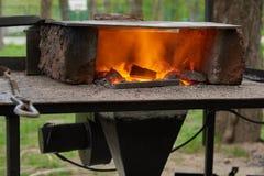 Ένας χειροποίητος φούρνος για τη θέρμανση των κενών μετάλλων Στοκ Εικόνες