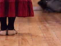 Ένας χορευτής που στέκεται σε ένα σχολείο χορού Στοκ Εικόνα