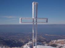 Ένας χριστιανικός σταυρός με ένα όμορφο τοπίο ως υπόβαθρο στοκ εικόνα