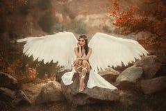 Ένας όμορφος λευκός αρχάγγελος στοκ εικόνες με δικαίωμα ελεύθερης χρήσης