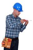 Ένας handyman με ένα κατσαβίδι στοκ εικόνα με δικαίωμα ελεύθερης χρήσης
