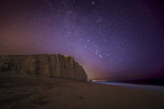Έναστρη νύχτα πέρα από το δυτικό κόλπο, Dorset Στοκ φωτογραφία με δικαίωμα ελεύθερης χρήσης
