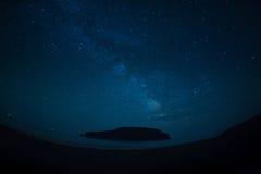 Έναστρος ουρανός επάνω από το νησί Petrova Στοκ φωτογραφία με δικαίωμα ελεύθερης χρήσης