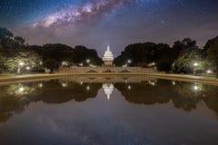 Έναστρος ουρανός πέρα από το κτήριο Capitol στοκ φωτογραφία με δικαίωμα ελεύθερης χρήσης