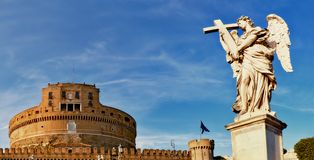 Ένα άγαλμα ενός αγγέλου στη γέφυρα Sant Angelo στη Ρώμη, Ιταλία Στοκ Εικόνα