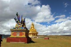 Ένα άγαλμα του Βούδα γύρω από το Gar Yarchen ναό Yaqen Orgyan στοκ φωτογραφία με δικαίωμα ελεύθερης χρήσης