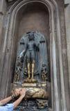 Ένα άγαλμα του Βούδα κοντά στο ναό Mahabodhi Στοκ Εικόνα