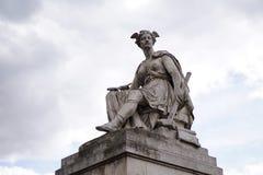 Ένα άγαλμα του πολεμιστή με το φτερό στο κεφάλι Στοκ εικόνες με δικαίωμα ελεύθερης χρήσης
