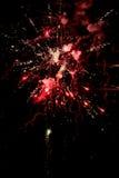 Ένα λάμποντας ζωηρόχρωμο πυροτέχνημα Στοκ φωτογραφίες με δικαίωμα ελεύθερης χρήσης