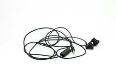 Ένα άσπρο υπόβαθρο των σύγχρονων φορητών ακουστικών μαύρων ακουστικών που απομονώνεται Στοκ Φωτογραφίες