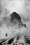 Ένα άτομο και βουνά Στοκ εικόνα με δικαίωμα ελεύθερης χρήσης