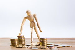 Ένα άτομο κουκλών με τα χρήματα αποταμίευσής του Στοκ Φωτογραφία