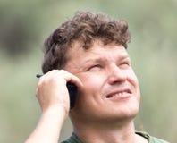 Ένα άτομο με walkie-talkie υπαίθρια στοκ φωτογραφίες με δικαίωμα ελεύθερης χρήσης